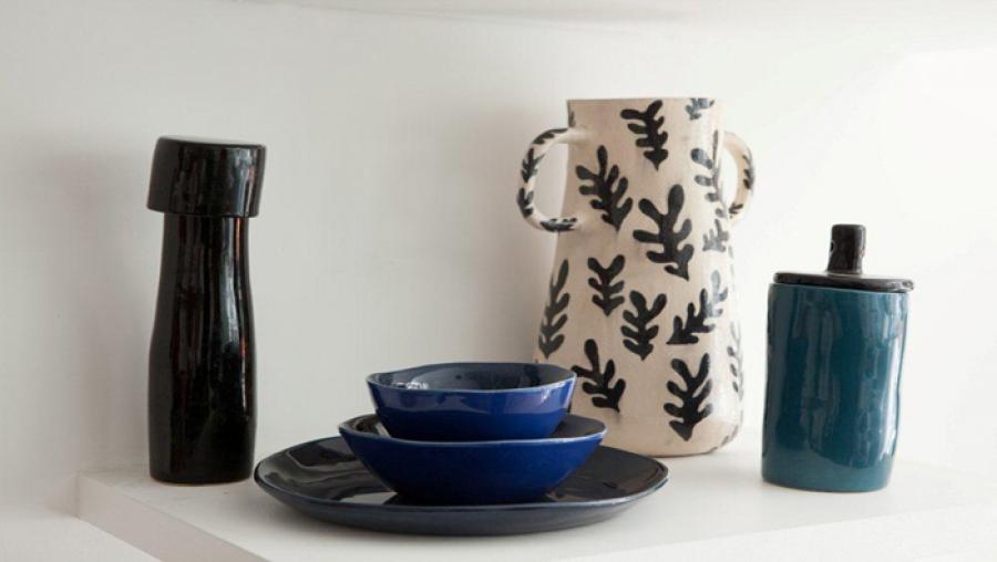 Vases, plats, bols, assiettes en céramique